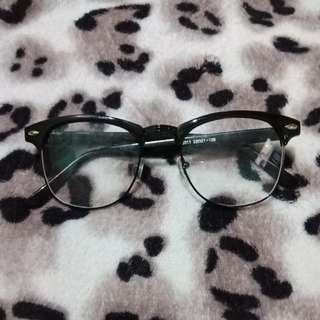 Sunglasses replacable lens
