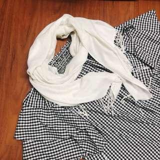 平口格子上衣 花瓣袖+象牙白絲巾