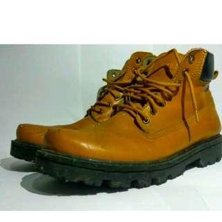 C03 Boots