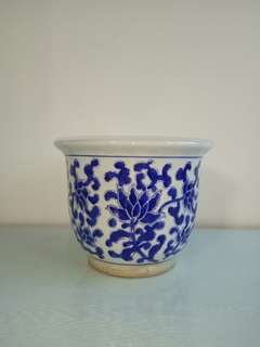 70s bule and white flower pot with underglaze blue painting 21cm diameter 27cm perfect condition
