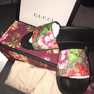 Gucci bloom slides
