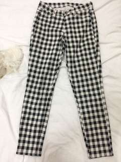Uniqlo Gingham Capri Pants