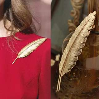 Feather suit women broches