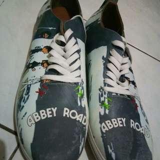 Sepatu special edition beatles
