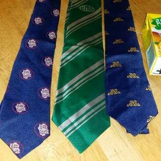 中學领帶,價錢以一條計,順德聯誼會、青松侯寶垣、裘錦秋,屯門交收,郵寄加5$. School uniform ties , price for each one tie, trade in Tuen.Mun