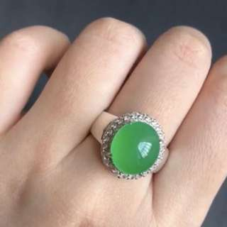 Lux icy Sunny Bright green Jadeite Ring surface