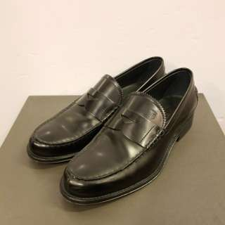 Tods Men size 7 black leather shoes