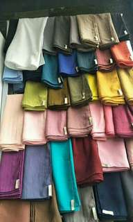 Mau pilih shawl atau scarf. Ada keterangan