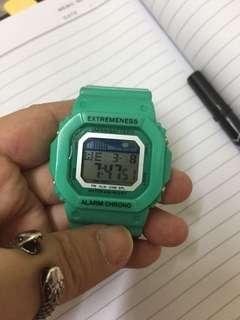 skmei 電子膠錶一個 working