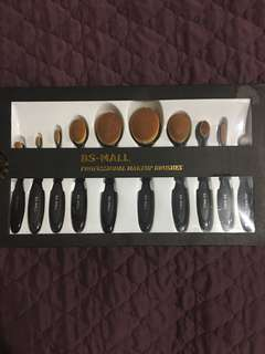 Set of Oval Brushes
