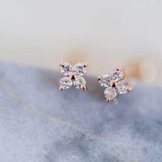 18K 玫瑰金花形鑽石耳環 $1560