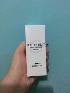 Sasatinnie feather light essence foundation