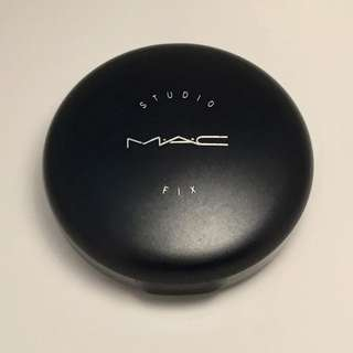 MAC STUDIO FIX POWDER FOUNDATION ( NC 20) W/ FREEBIES (LAST PRICE)