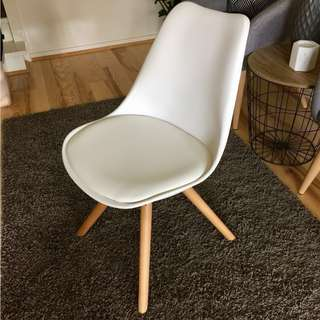 Fantastic Retro Pop Dining Office Chair Wood Leg Cushion White Eames Replica