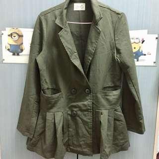 🚚 軍綠 造型特別 外套 交換