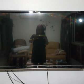 "LG 47"" LED smart TV"