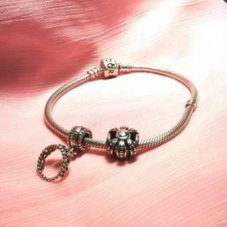 Pandora潘朵拉手鍊一組,含串飾