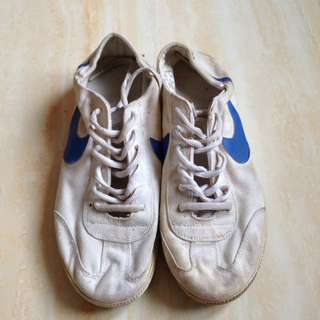 Nike Sepatu Olahraga