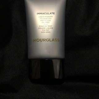 Hourglass Immaculate Liquid Powder in shade Ivory