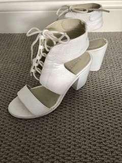 Lipstik White Tie Front Block Heel Sz 8