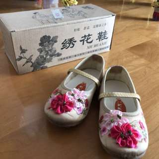 Chinese style shoes (繍花鞋)