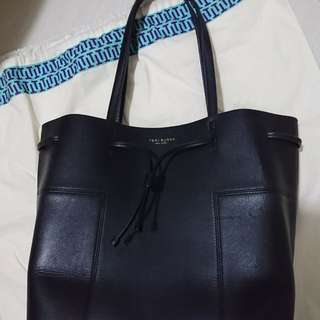 Tory burch black totebag