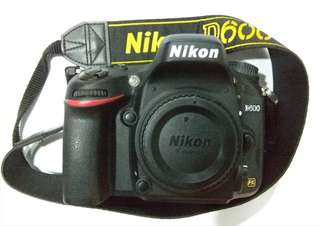 NIKON D600 (12K SC) COMPLETE SET + NEEWER BATTERY GRIP + 6 FREE GIFT (CONDITIONS 9.9/10)