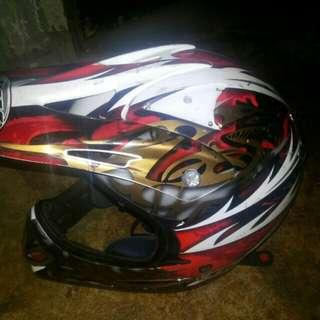 Helm cros