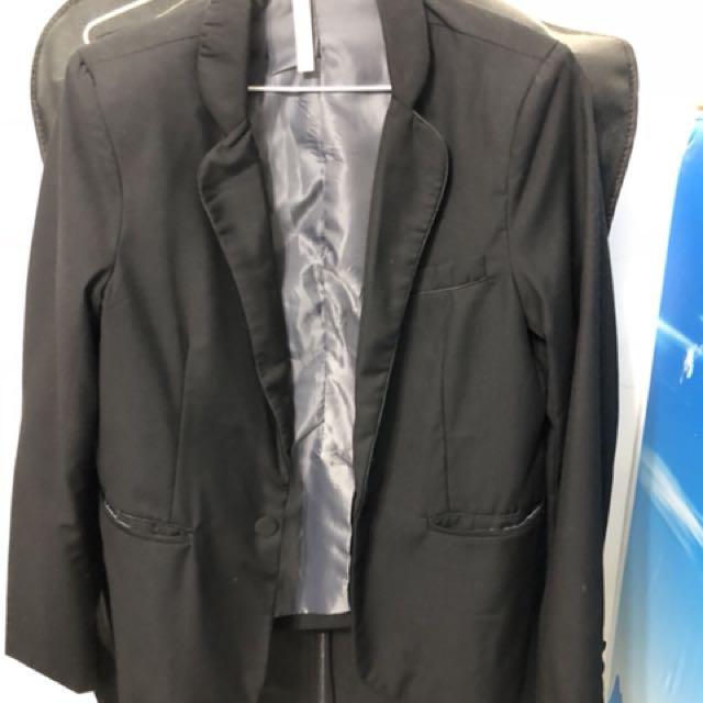 黑色休閒西裝外套