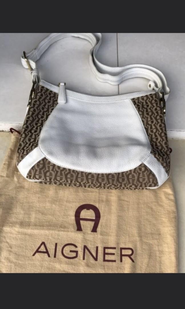 Aigner bag pattern logo