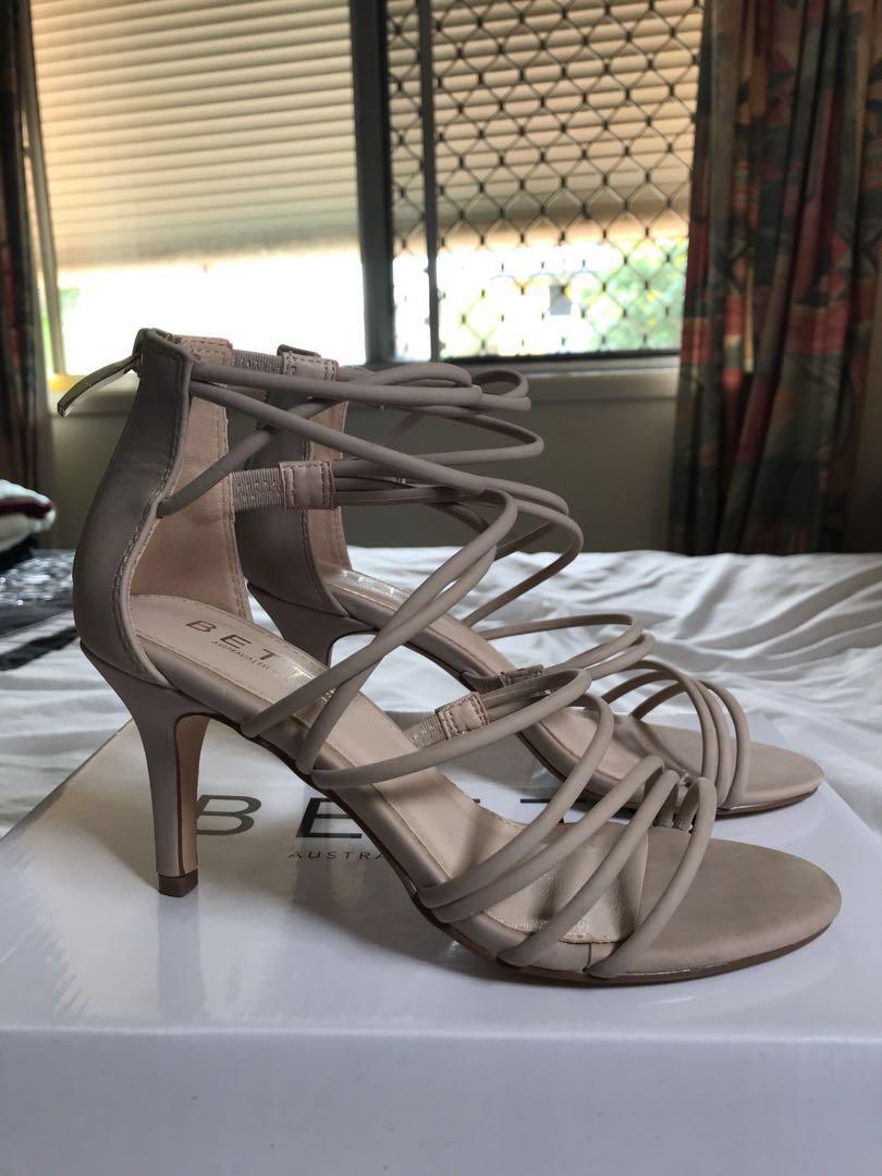 Betts Women Sandals size 5