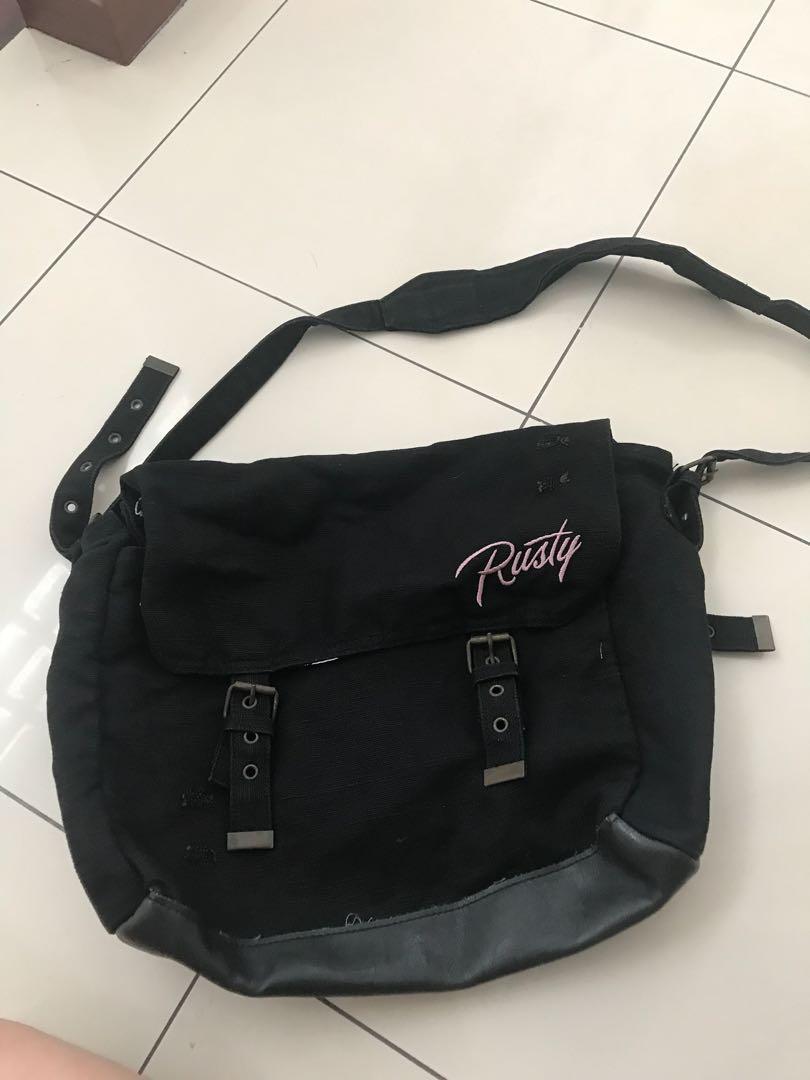 black shoulder/sling bag rusty