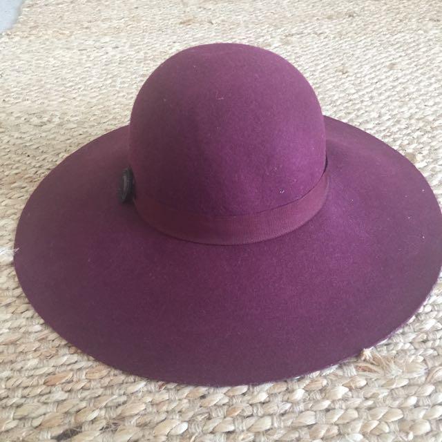 Burgundy Mimco hat