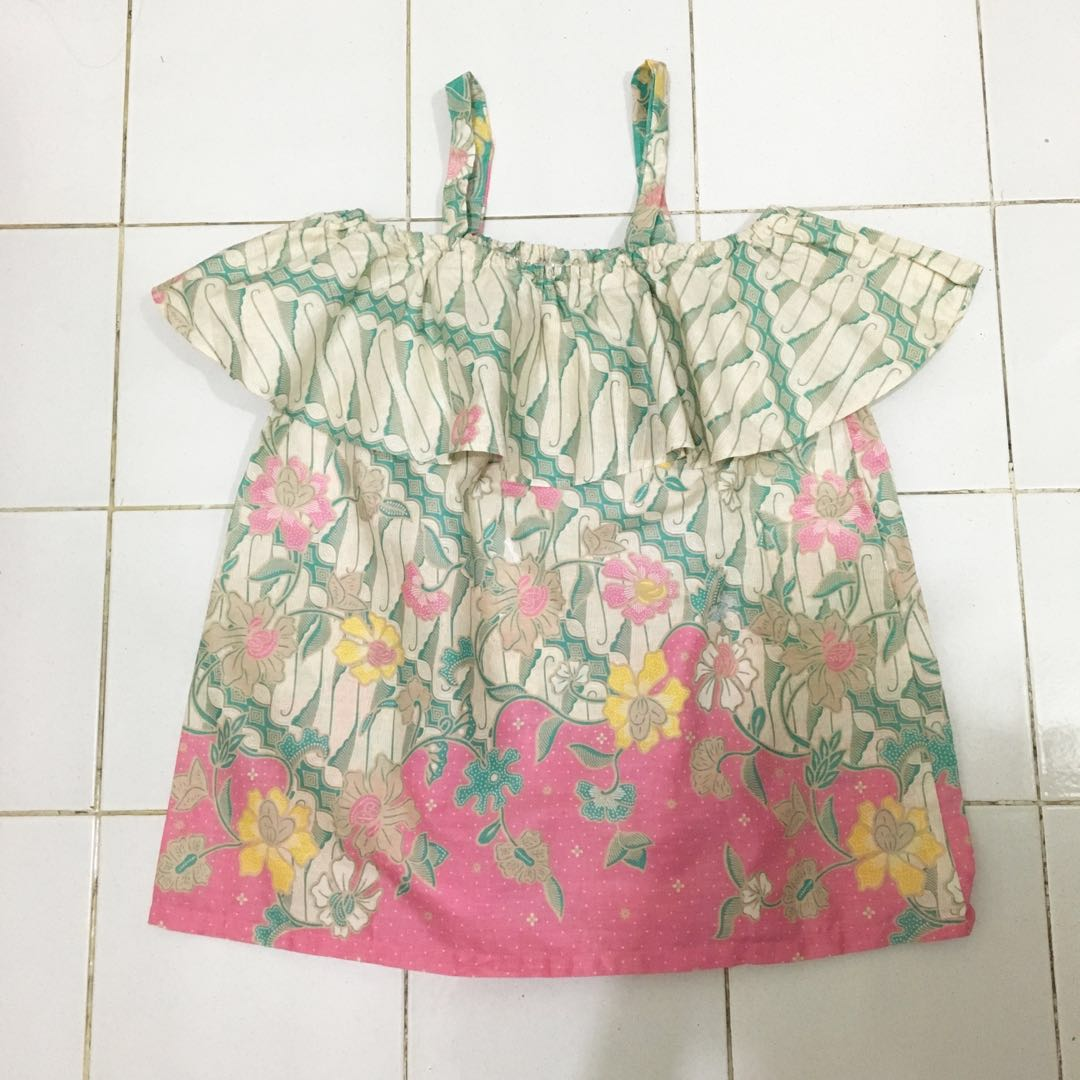 By Annabelle Batik Top