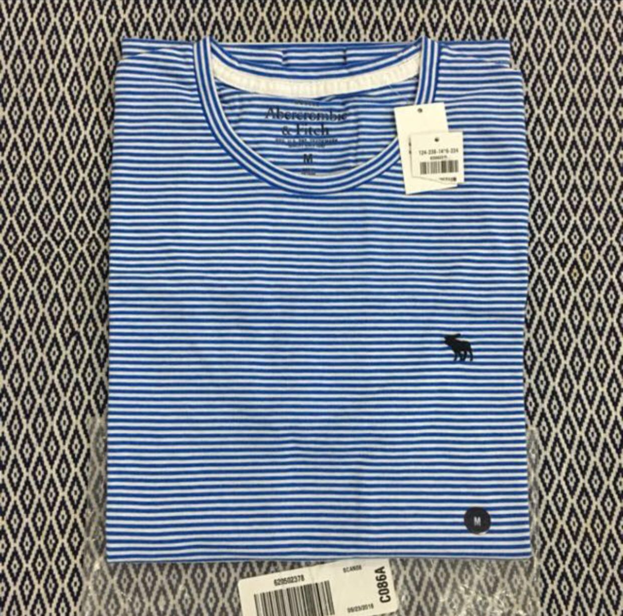 (M) Authentic A&F Muscle Fit Crew Tee