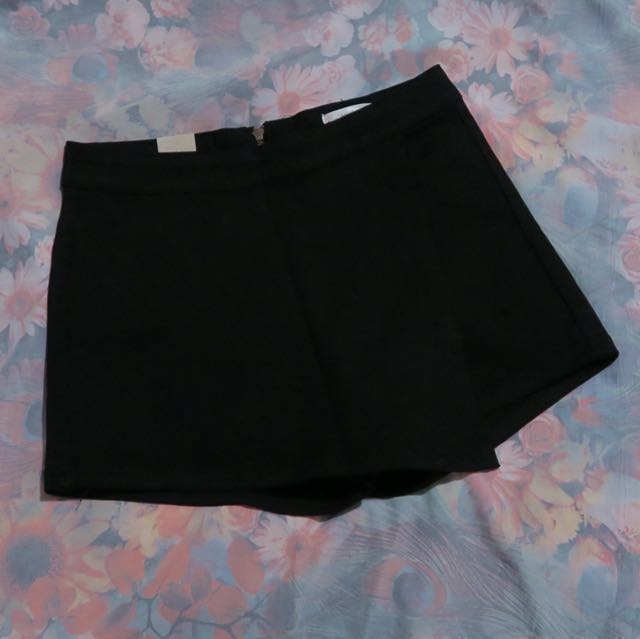 New Front Flap Denim Skorts in Black