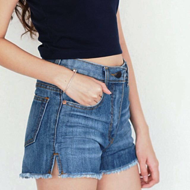 New Side Slit High Waist Denim Shorts in Wash-off Blue (Size S)