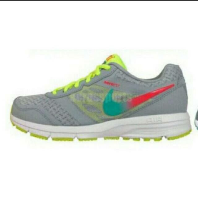 Nike可愛慢跑鞋👏