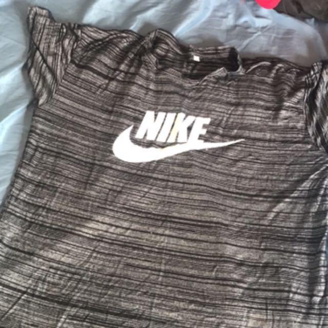 Nike tee size