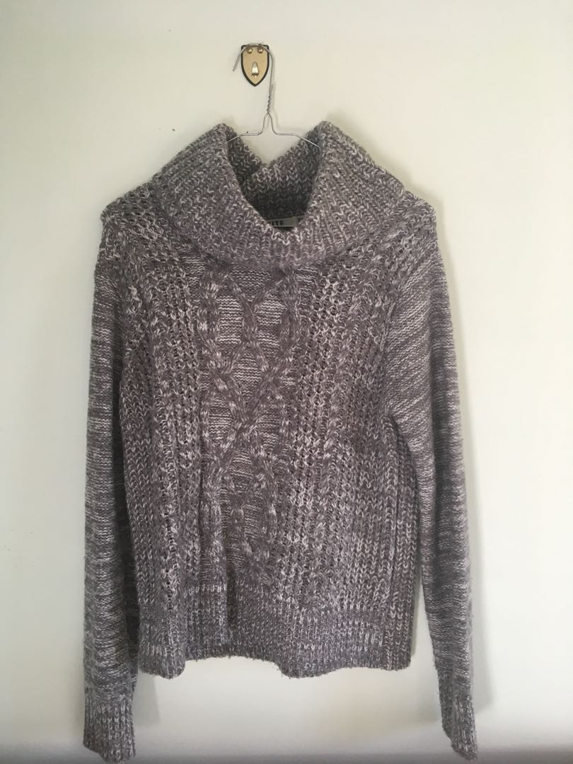 Roll neck grey sweater