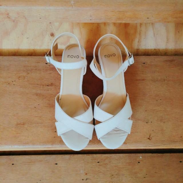S7♡NOVO Nude Sandals