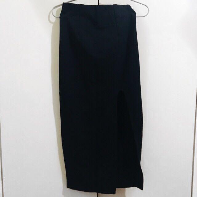 Skirt w/ slit