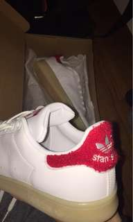 Adidas Stan Smith - Red Fuzzy Heel Tab