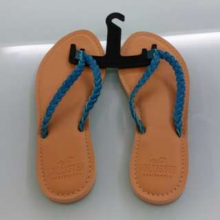 Hollister slippers (size 7)