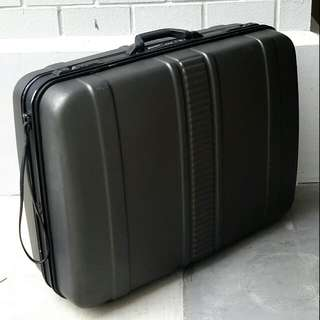 "Eminent 27"" Solid Hard Luggage Case"