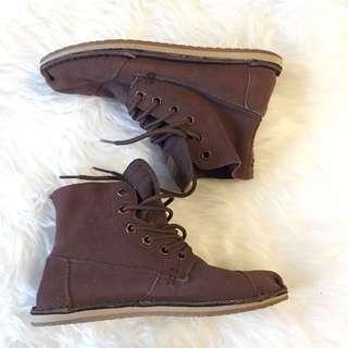 TOMS Chukka Boot Size 6.5