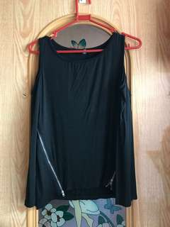 Bare shoulder black zipper top