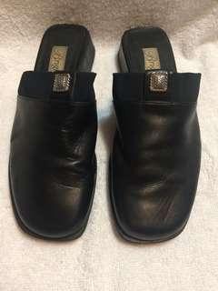 Preloved Brighton Leather Clogs Sz 6