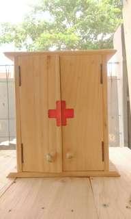 Kotak P3K dari kayu jati blanda