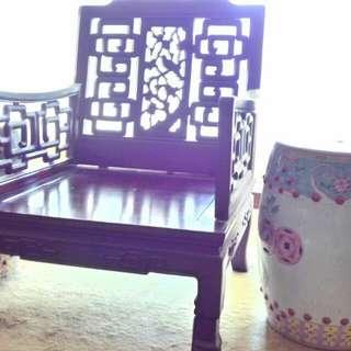 古舊木製單座位沙發